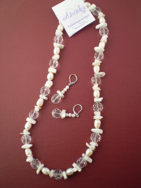 Conjunto de collar y aritos