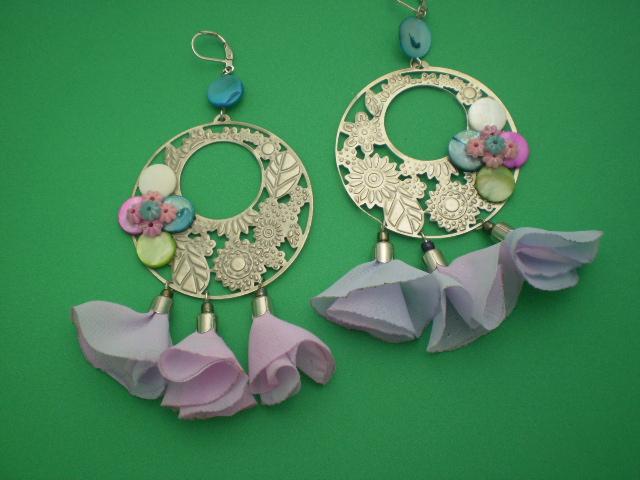 Aros artesanales con flores de gaza