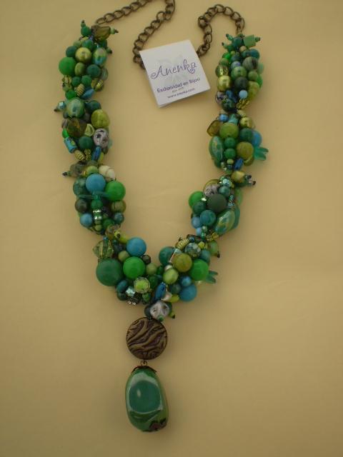 Impactante collar verde