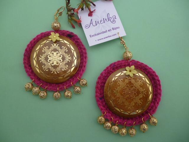 Aros artesanales: círculos de madera sobre círculos de crochet