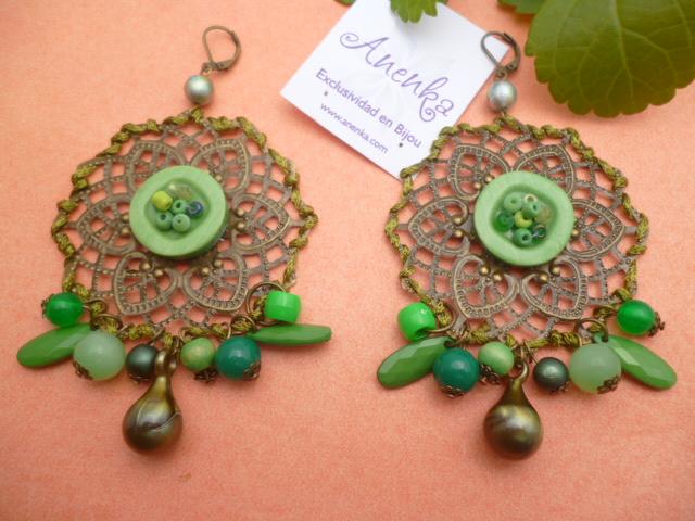 Aros con filigranas adornadas con verde