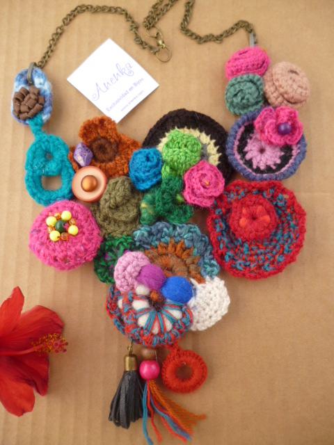 Importante Artesanía al Crochet: Collar Babero