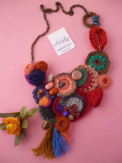 Collar babero al crochet