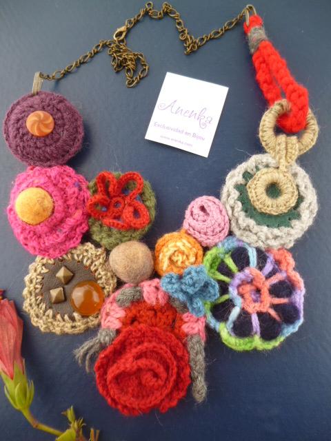 Precioso collar babero  al crochet